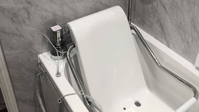 assisted bathing seat with support system
