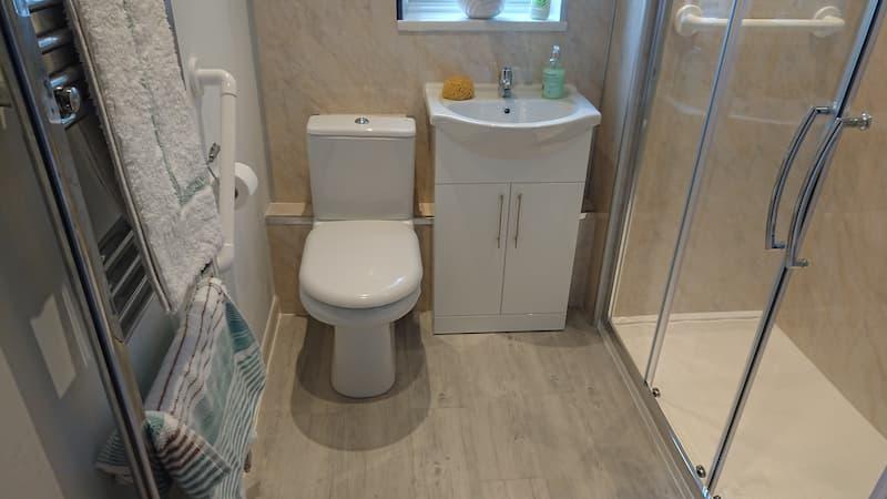 cubicle shower instalment