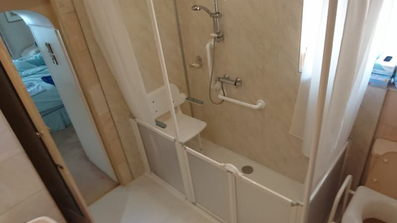 seated shower - assisted handles - after instalments