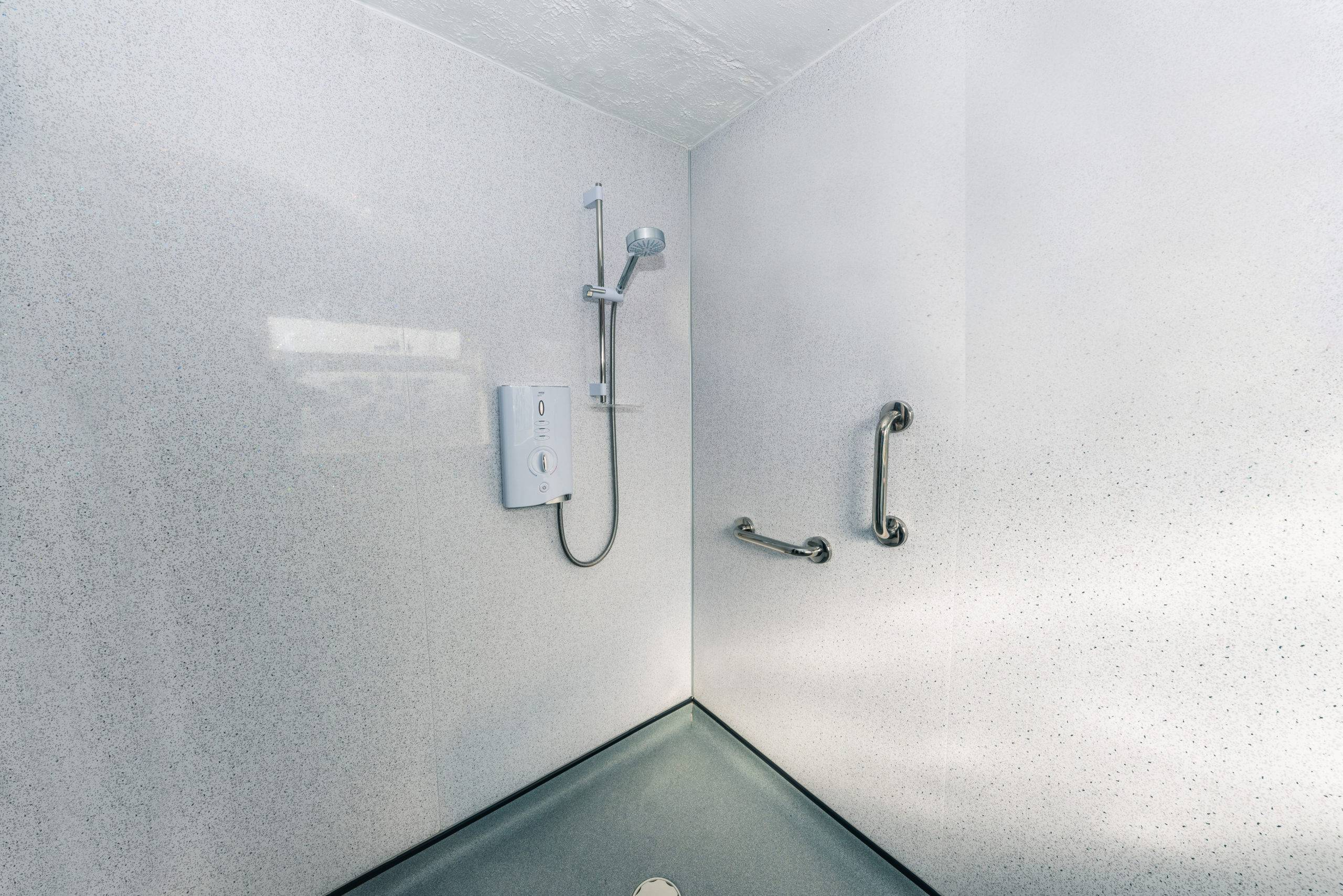 Wet room-shower handles - white wall